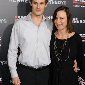Mary Lynn Rajskub and Matthew Rolph at event of The Kennedys (2011)
