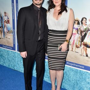 Melanie Lynskey and Jason Ritter at event of Togetherness (2015)