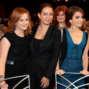 Tina Fey, Amy Poehler and Maya Rudolph with epic photobomber.