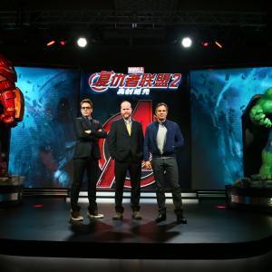 Robert Downey Jr Mark Ruffalo and Joss Whedon at event of Kersytojai 2 2015