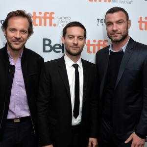Liev Schreiber, Tobey Maguire and Peter Sarsgaard at event of Pawn Sacrifice (2014)