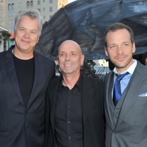 Tim Robbins, Martin Campbell and Peter Sarsgaard at event of Zaliasis zibintas 3D (2011)