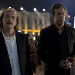 Still of Ryan Reynolds and Peter Sarsgaard in Zaliasis zibintas 3D (2011)