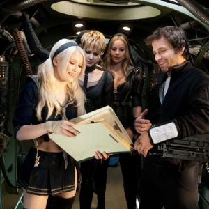Still of Emily Browning, Abbie Cornish, Jena Malone and Zack Snyder in Nelauktas smugis (2011)