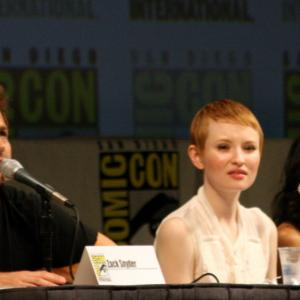 Emily Browning, Zack Snyder and Vanessa Hudgens at event of Nelauktas smugis (2011)