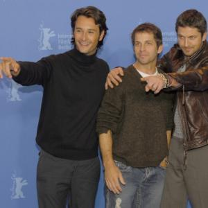 Gerard Butler, Rodrigo Santoro and Zack Snyder at event of 300 (2006)