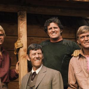 Bo Svenson, Robert Brown, Hoke Howell, David Soul