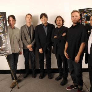 Cameron Crowe, Jeff Ament, Matt Cameron, Stone Gossard, Mike McCready, Eddie Vedder, Pearl Jam