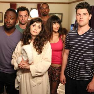 Still of Zooey Deschanel, Max Greenfield, Damon Wayans Jr., Hannah Simone, Lamorne Morris and Jake Johnson in New Girl (2011)