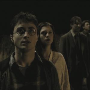 Still of David Thewlis, Daniel Radcliffe, Bonnie Wright and James Phelps in Haris Poteris ir netikras princas (2009)