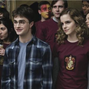 Still of Alfred Enoch, Matthew Lewis, Daniel Radcliffe, Emma Watson and Bonnie Wright in Haris Poteris ir netikras princas (2009)
