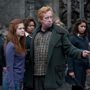 Still of Mark Williams and Bonnie Wright in Haris Poteris ir mirties relikvijos. 2 dalis (2011)