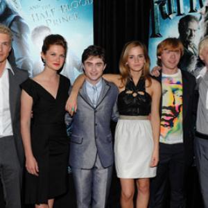 Tom Felton, Rupert Grint, Daniel Radcliffe, Emma Watson, Bonnie Wright and Freddie Stroma at event of Haris Poteris ir netikras princas (2009)