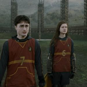 Still of Daniel Radcliffe and Bonnie Wright in Haris Poteris ir netikras princas (2009)