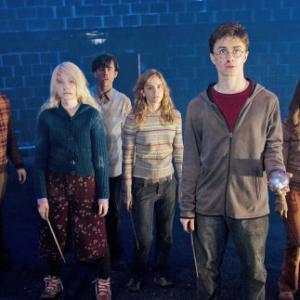 Rupert Grint, Matthew Lewis, Daniel Radcliffe, Emma Watson, Bonnie Wright and Evanna Lynch in Haris Poteris ir Fenikso brolija (2007)