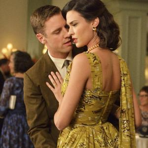 Still of Bret Harrison and Odette Annable in The Astronaut Wives Club (2015)