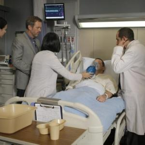 Still of Peter Jacobson, Hugh Laurie, Odette Annable and Charlyne Yi in Hausas (2004)
