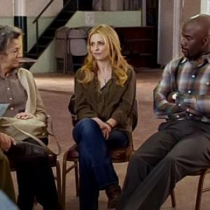 Still of Sarah Michelle Gellar and Mike Colter in Ringer 2011