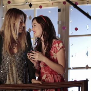 Still of Blake Lively and Leighton Meester in Liezuvautoja: New York, I Love You XOXO (2012)