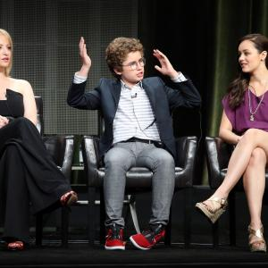 Wendi McLendon-Covey, Hayley Orrantia, Sean Giambrone