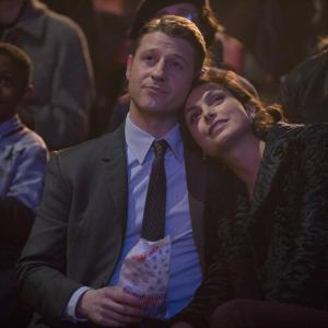 Still of Morena Baccarin and Ben McKenzie in Gotham (2014)