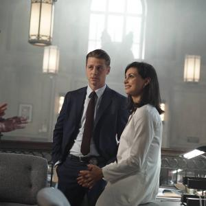 Still of Morena Baccarin, Ben McKenzie and Cory Michael Smith in Gotham (2014)