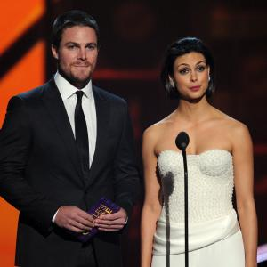 Morena Baccarin and Stephen Amell at event of The 39th Annual People's Choice Awards (2013)