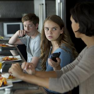 Still of Morena Baccarin, Jackson Pace and Morgan Saylor in Tevyne (2011)