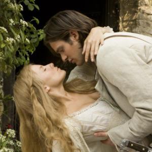 Still of Sienna Miller and Charlie Cox in Zvaigzdziu dulkes 2007