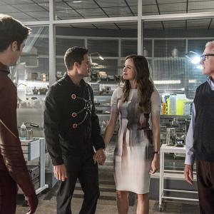 Victor Garber, Danielle Panabaker, Robbie Amell, Grant Gustin