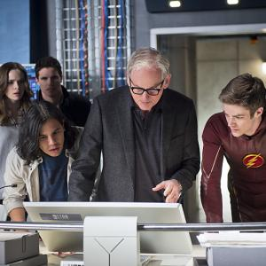 Victor Garber, Danielle Panabaker, Robbie Amell, Grant Gustin, Carlos Valdes