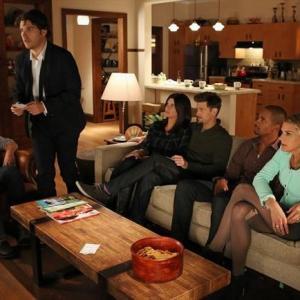 Elisha Cuthbert, Zachary Knighton, Damon Wayans Jr., Nick Zano, Adam Pally, Casey Wilson and Eliza Coupe in Happy Endings (2011)