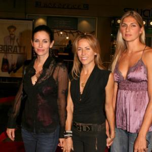 Courteney Cox Sheryl Crow and Gabrielle Reece at event of Boratas Kaip saunusis Kazachstano zurnalistas Amerikoj patirti graibste 2006