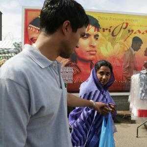 Still of Christopher Simpson and Tannishtha Chatterjee in Brick Lane (2007)