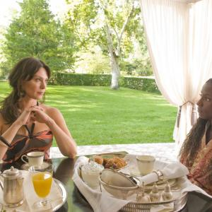 Still of Michelle Forbes and Rutina Wesley in Tikras kraujas 2008