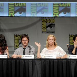 Norman Reedus, Laurie Holden, Sarah Wayne Callies and Steven Yeun at event of Vaiksciojantys negyveliai (2010)