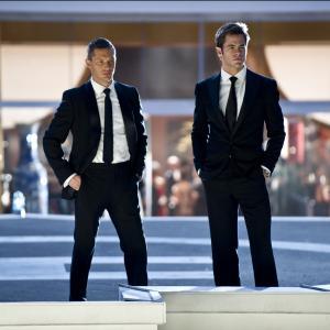 Still of Tom Hardy and Chris Pine in Tai reiskia kara 2012