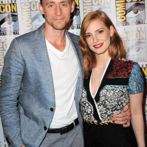 Tom Hiddleston and Jessica Chastain at event of Purpurine kalva (2015)