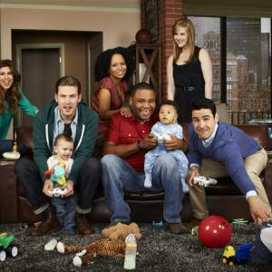 Still of Anthony Anderson, Tempestt Bledsoe, Jesse Bradford, Sara Rue and Zach Cregger in Guys with Kids (2012)