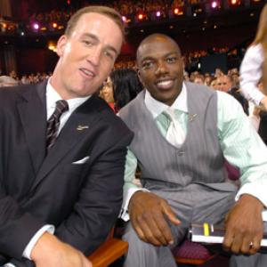 Terrell Owens and Peyton Manning at event of ESPY Awards (2005)