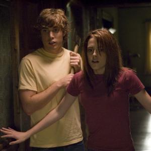 Still of Kristen Stewart and Dustin Milligan in Nesantys zinia (2007)