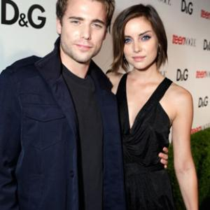 Dustin Milligan and Jessica Stroup