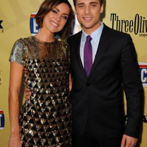 Dustin Milligan and Jessica Stroup at event of Extract (2009)
