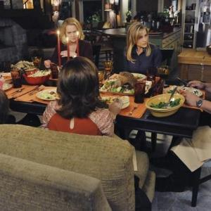 Still of Cybill Shepherd, Julie Benz, Michael Chiklis, Bruce McGill, Kay Panabaker, Autumn Reeser and Jackson Rathbone in No Ordinary Family (2010)
