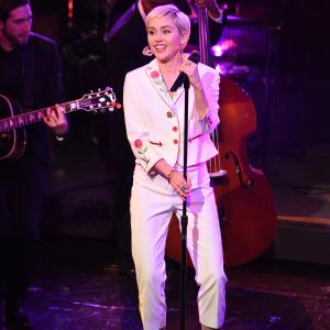 Miley Cyrus at event of Saturday Night Live: 40th Anniversary Special (2015)