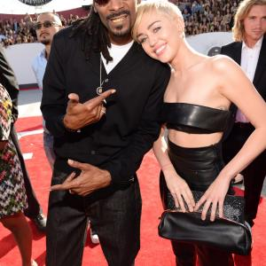 Snoop Dogg and Miley Cyrus at event of 2014 MTV Video Music Awards (2014)