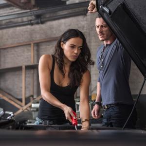 Still of Michelle Rodriguez and Luke Evans in Greiti ir isiute 6 (2013)