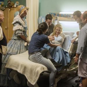 Still of Courteney Cox, Bob Clendenin, Josh Hopkins, Busy Philipps, Dan Byrd, Ian Gomez and Ken Jenkins in Cougar Town (2009)