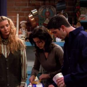 Still of Courteney Cox, Lisa Kudrow and David Schwimmer in Draugai (1994)