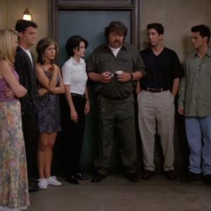 Still of Jennifer Aniston, Courteney Cox, Lisa Kudrow, Matt LeBlanc, Matthew Perry, David Schwimmer and Mike Hagerty in Draugai (1994)
